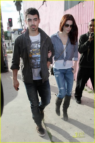 Ashley and Joe in Los Angeles(February 24)