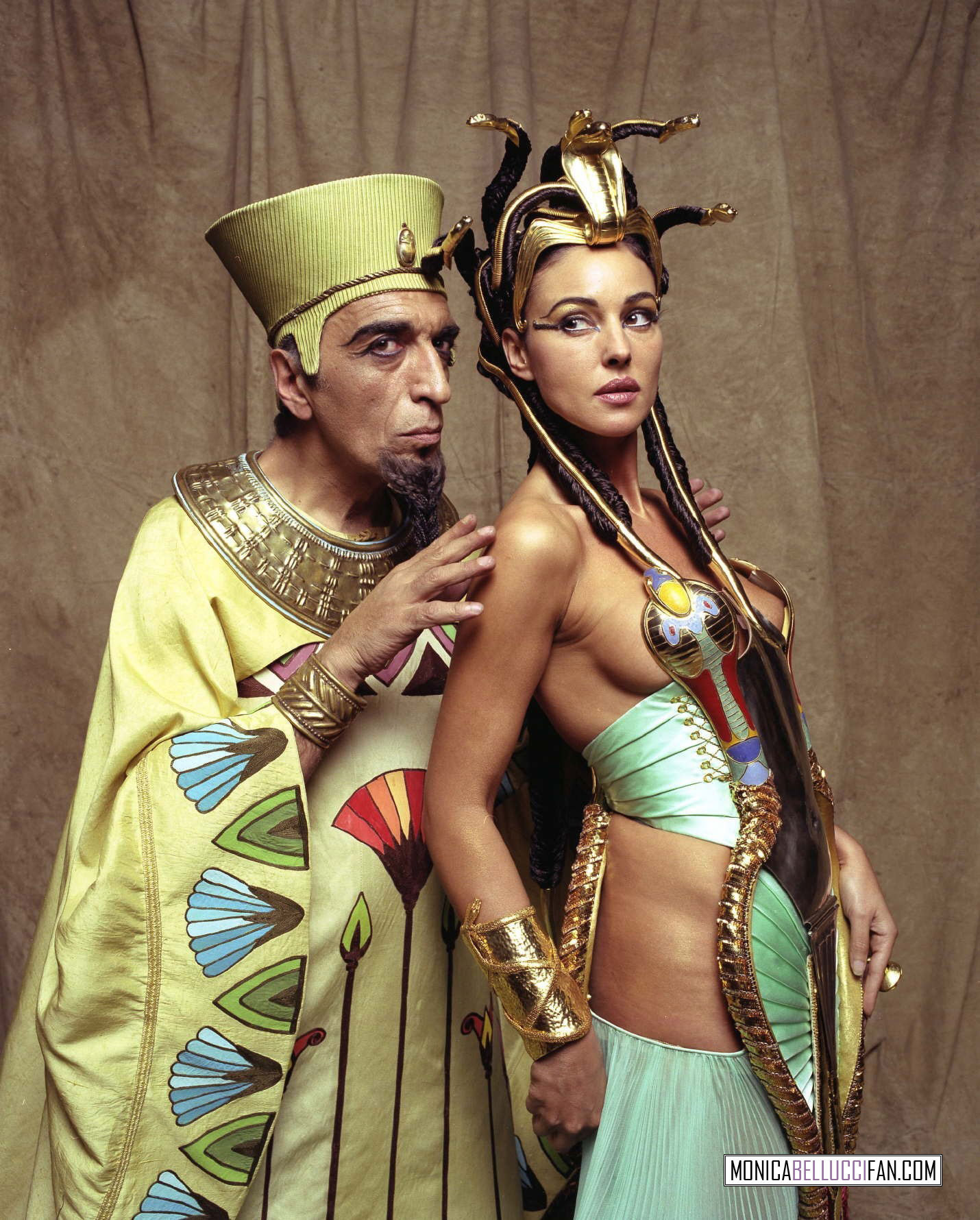 http://images4.fanpop.com/image/photos/19600000/Ast-rix-Ob-lix-Mission-Cl-op-tre-cleopatra-19666612-1430-1780.jpg