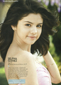 Beautiful Selena WITHOUT makeup!