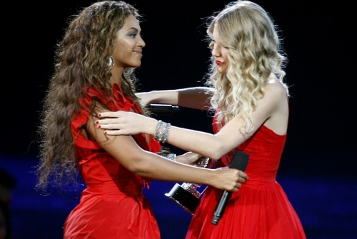 CMA's Beyonce giving Taylor her moment