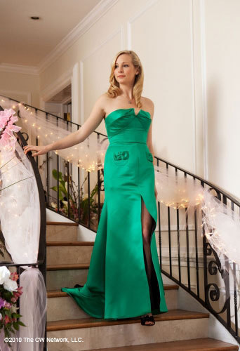 Vampire Diaries fond d'écran with a dîner dress entitled Caroline Forbes