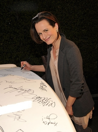 Elizabeth Reaser at a Vanity Fair event (24th Febraury 2011).