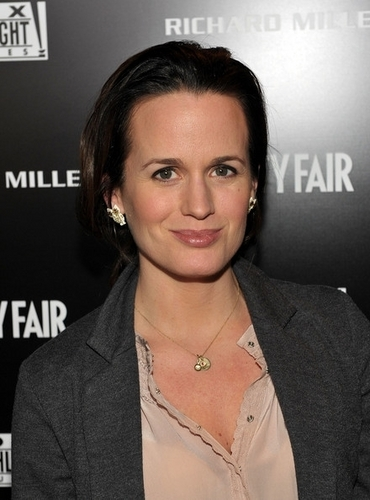 Elizabeth Reaser wallpaper with a portrait entitled Elizabeth Reaser at a Vanity Fair event (24th Febraury 2011).