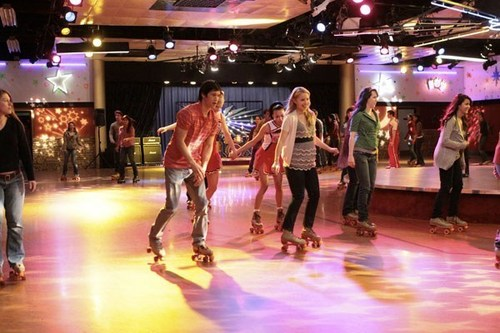 Glee wallpaper entitled Glee Roller Rink