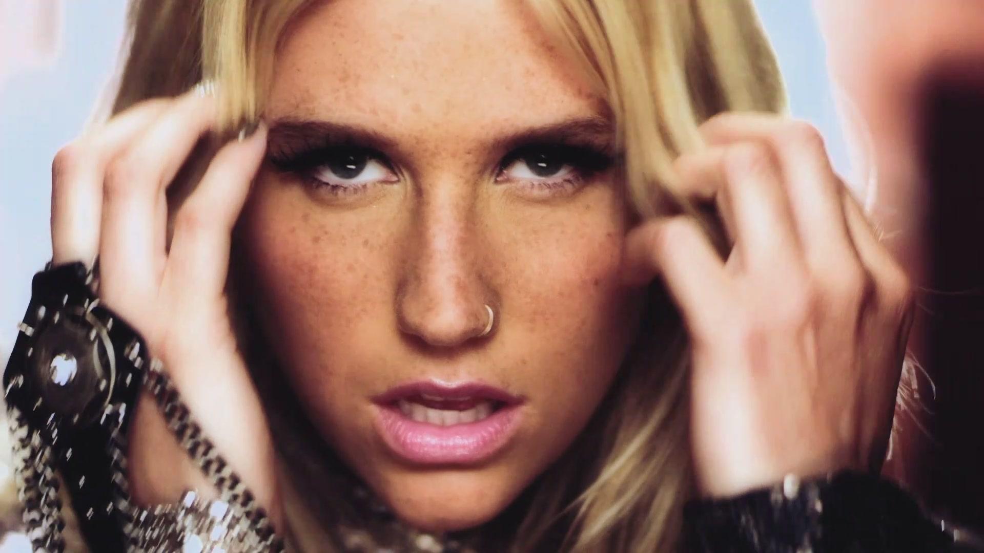 Ke$ha - Blow - Screencaps