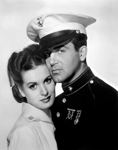 phim cổ điển hình nền containing regimentals, trung đoàn, a green beret, and dress blues entitled Maureen O'Hara & John Payne