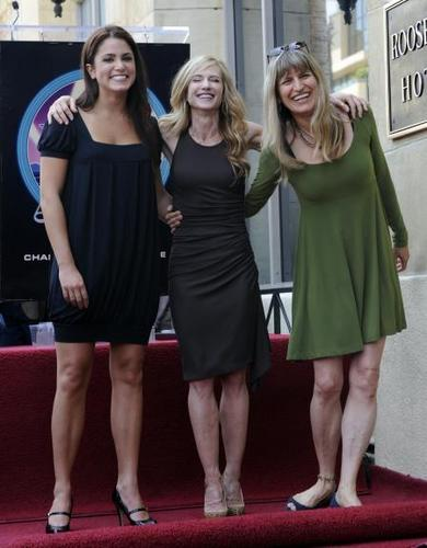 Old/New 写真 Nikki Reed with Catherine Hardwicke and ヒイラギ, ホリー Hunter