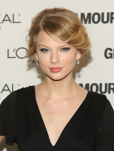 Taylor at the 19th Annual Glamour Women of the سال