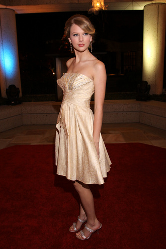 Taylor pantas, pantas, swift kertas dinding possibly containing a makan malam, majlis makan malam dress, a gown, and a koktel dress entitled Taylor at the BMI Awards 2008