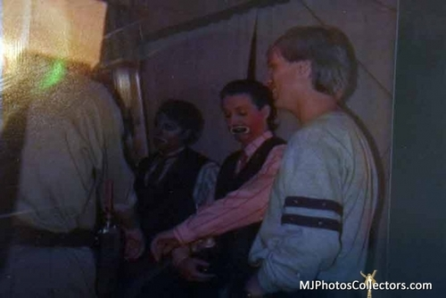 behind the scenes say say say