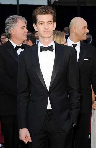 Andrew Garfield پیپر وال with a business suit entitled Andrew Garfield