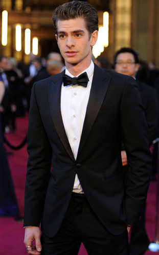 Andrew Garfield karatasi la kupamba ukuta with a business suit and a suit entitled Andrew Garfield