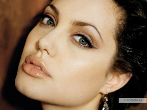 Angelina Jolie wallpaper containing a portrait called Angelina Jolie