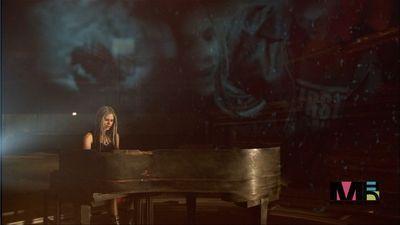 Avril Lavigne- 'My Happy Ending' Music Video screencaps ...