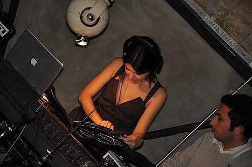 ASK-I MEMNU wallpaper probably with a pianist entitled Beren Saat
