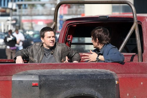 Mark Wahlberg Обои probably containing a jeep titled Contraband
