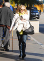 Dakota Fanning leaving LA to Van - twilight-series photo