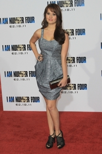 "데비 라이언 바탕화면 probably with bare legs, a 칵테일 dress, and a chemise called Debby at the ""I Am Number Four""premiere"