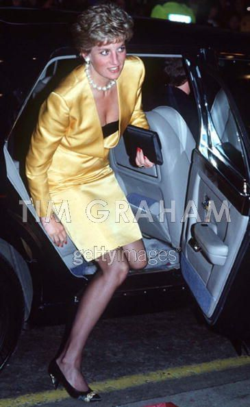 Diana Arriving kwa Car At The London Palladium Theatre.