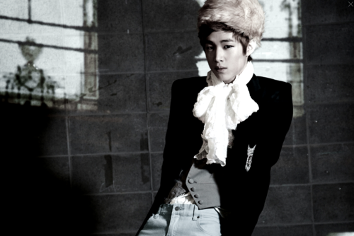 Henry Lau of Suju m!! wallpaper with a business suit and a well dressed person titled Henry in Perfection Album