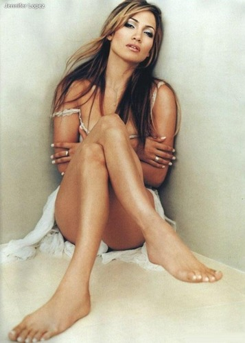 Jennifer Lopez wallpaper possibly containing skin entitled Jennifer Lopez