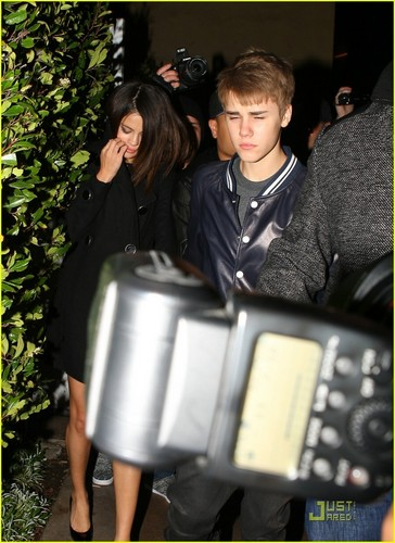Justin Bieber & Selena Gomez Make it Maggiano's