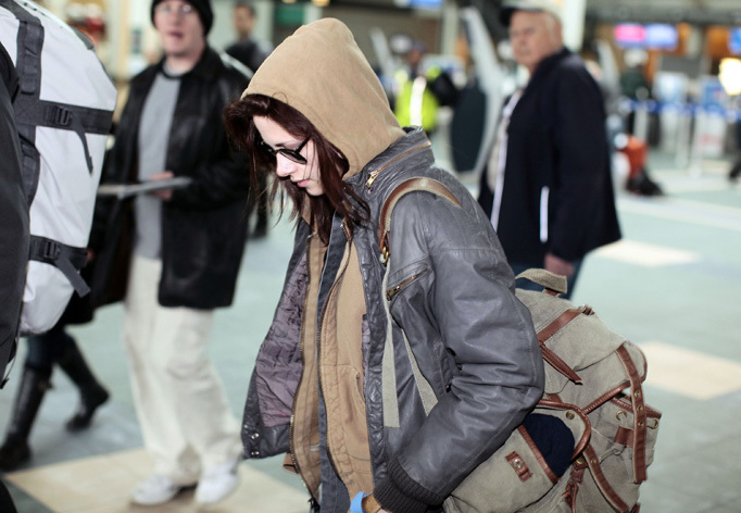 Kristen Stewart arriving at the Vancouver International Airport