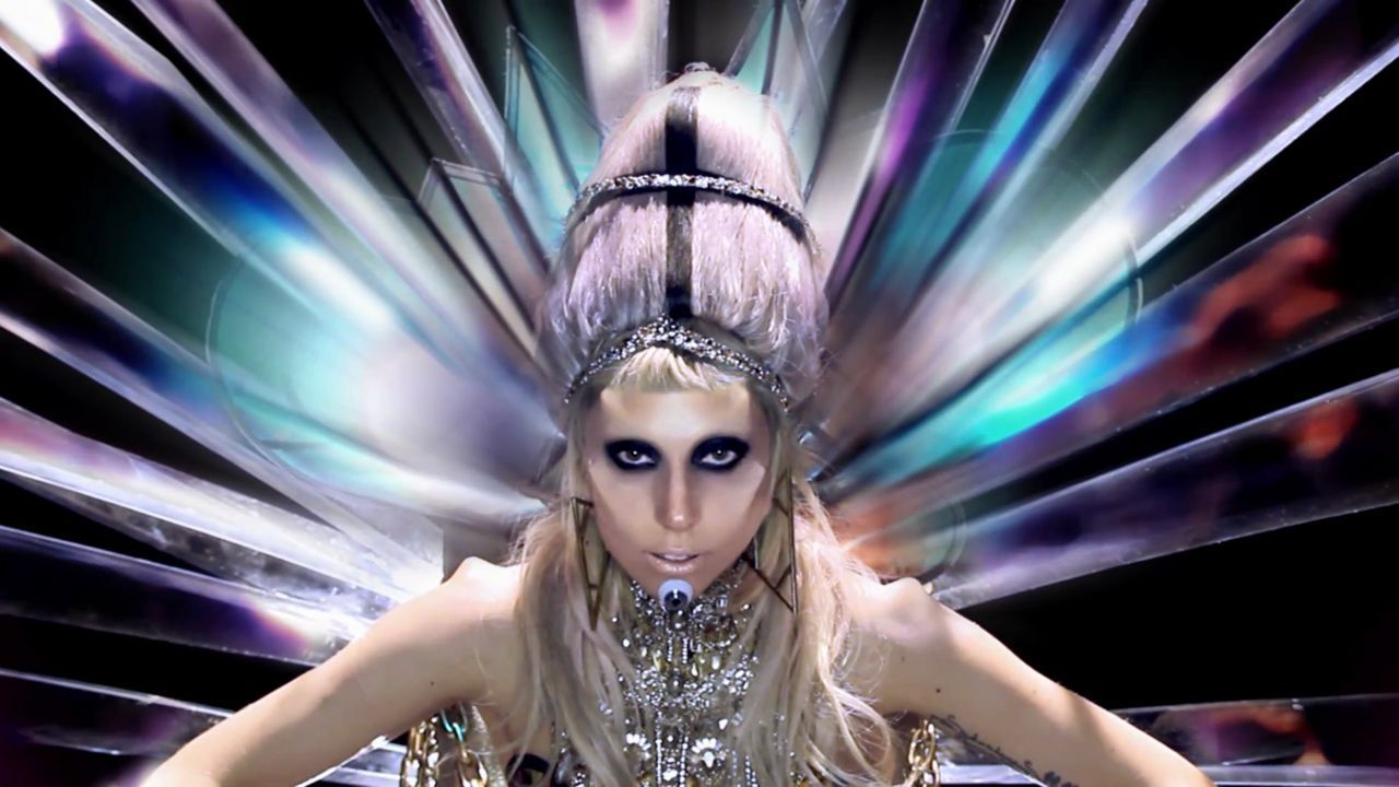 Lady Gaga - Born This Way muziek Video - Screencaps