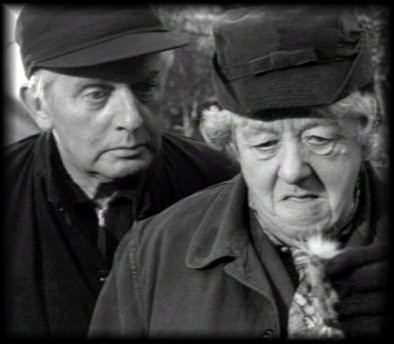 "Margaret Rutherford And Stringer Davis in ""MURDER SHE sinabi . . . """