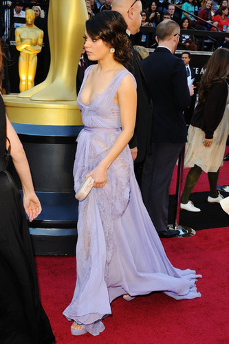 Mila Kunis on the Red Carpet @ the 2011 Academy Awards