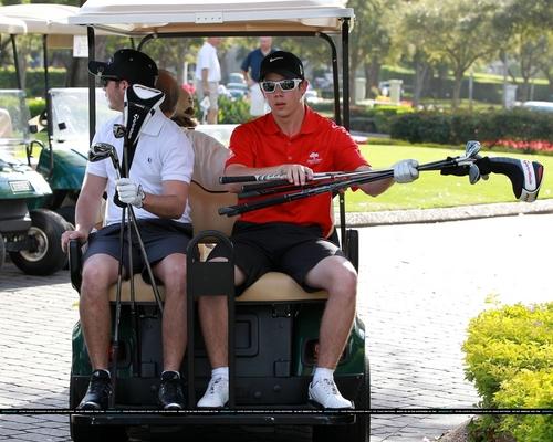 Nick & Kevin Jonas: Golfing Guys