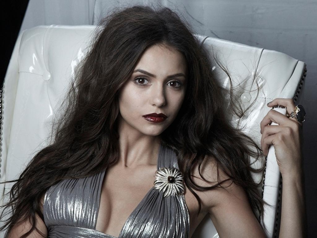 Nina Dobrev: Sus vestidos ms sexys en Blanco! Fotos