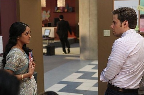 Outsourced S01E02 Measure of a Manmeet - outsourced Screencap