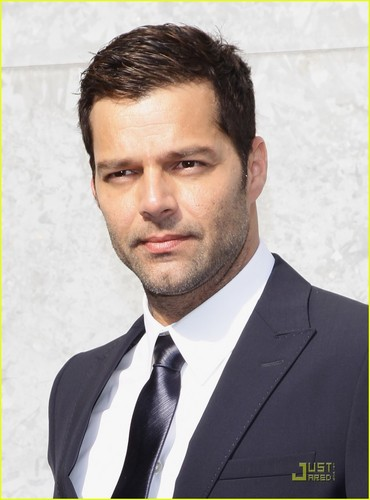Ricky Martin: Front Row at Emporio Armani Show!