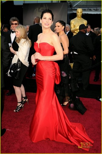 Sandra Bullock - Oscars 2011 Red Carpet