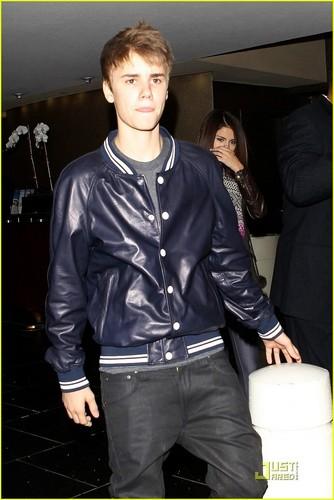 Selena Gomez & Justin Bieber @ Pinkberry Pair