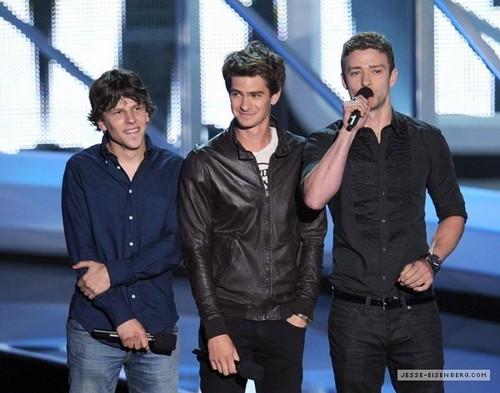September 12th: MTV VMA 表示する