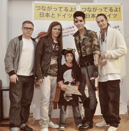 Tokio Hotel 壁纸 containing a well dressed person and a business suit called TH With Little 粉丝