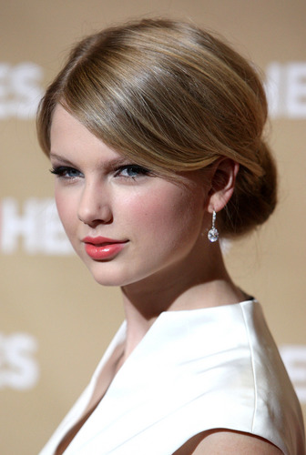 Taylor rapide, rapide, swift fond d'écran with a portrait titled Taylor- CNN Heroes Gala at Kodak Theater- 22nd Nov 2008