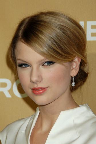 Taylor- CNN heroes Gala at Kodak Theater- 22nd Nov 2008