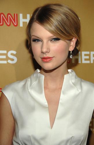 Taylor- CNN নায়ক Gala at Kodak Theater- 22nd Nov 2008