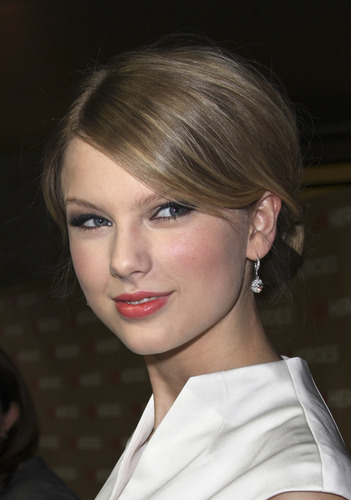 Taylor- CNN 超能英雄 Gala at Kodak Theater- 22nd Nov 2008