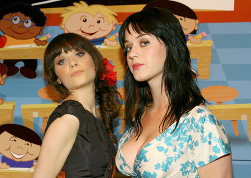 Зоуи Дешанель Обои probably containing a portrait called Zooey Deschanel and Katy Perry together!