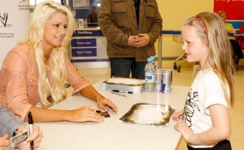 WWE Divas achtergrond probably with a tamale, a dumpling, and a frosted layer cake titled maryse