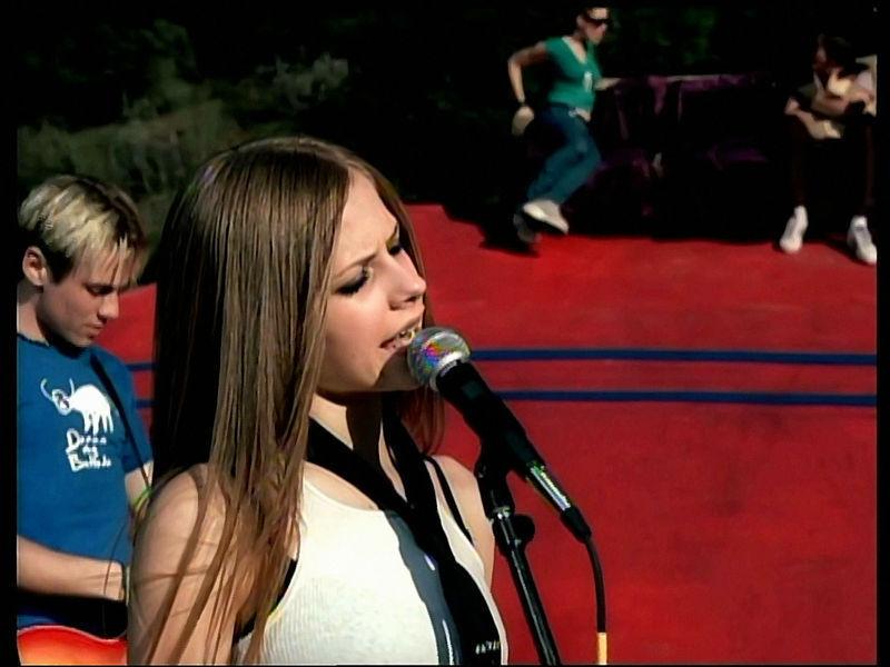 Avril Lavigne- 'Complicated' MV screencaps [HQ]