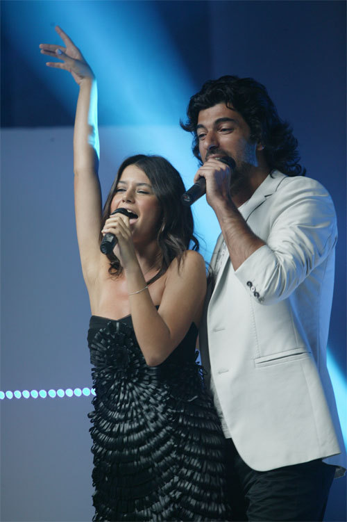 engin akyurek and beren saat relationship 2011