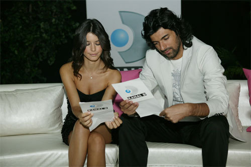 Beren Saat &amp; Engin Akyurek - beren-saat Photo