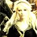 Emily Browning ikon-ikon