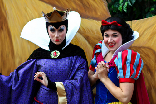 Evil reyna and Snow White