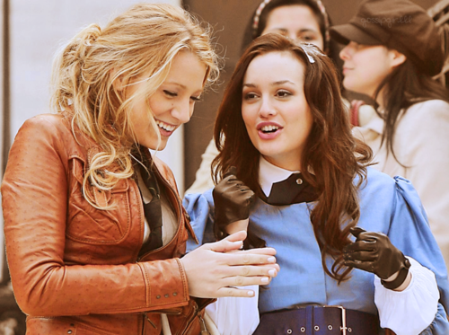 Gossip Girl wallpaper titled Serena & Blair :))